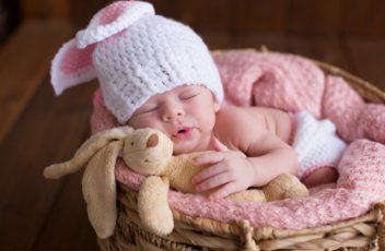 Какая нужна одежда для новорожденных?